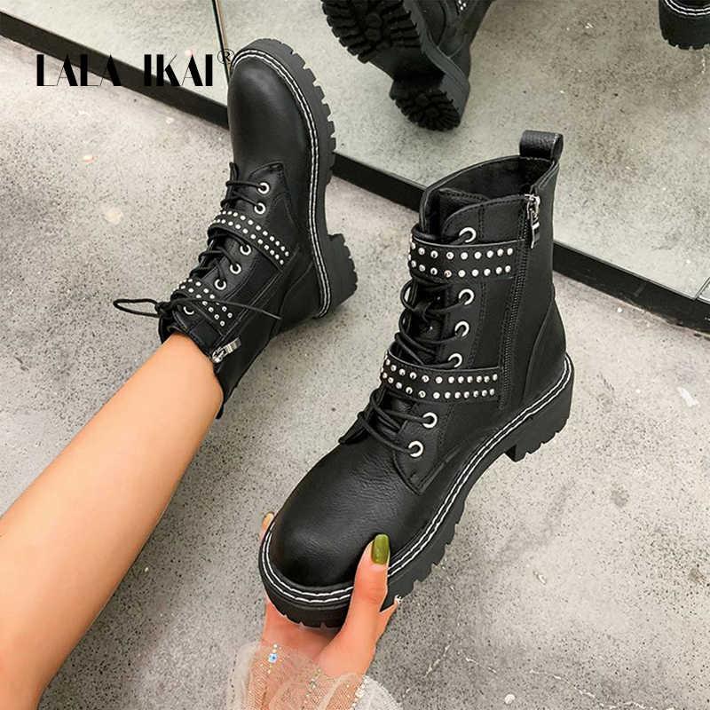 LALA IKAI çizmeler kadın perçin toka kış sonbahar Pu deri ayakkabı kadın Casual dantel siyah platformu yarım çizmeler XWA10500-4