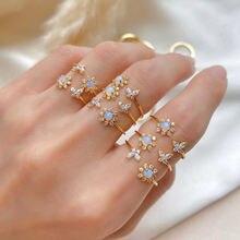 Женское блестящее кольцо с опалом и бабочкой