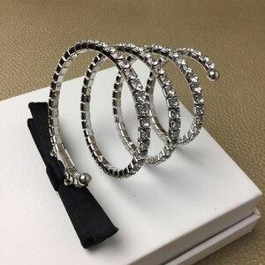Image 1 - 2020 حار ماركة مجوهرات الأزياء مجموعة للنساء الربيع Bowknot مجموعة مجوهرات حفلة المختنق أساور زينة Bowknot موضة مجوهرات مجموعة