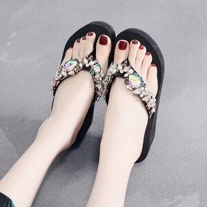 Image 5 - Strass di lusso del Diamante di Vibrazione di Cadute di Pantofole Dei Sandali Vacanze Scarpe Da Spiaggia Della Piattaforma del Cuneo del Sandalo Delle Donne di Formato 33 42
