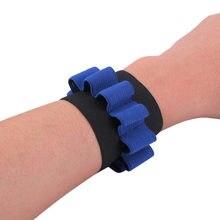1 pçs carrier bala bolsa pulso tático manguito bracer suporte de pulso wrister crianças brinquedo espuma bala para nerf atacado