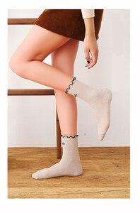 Image 4 - אופנה מכתב נשים גרבי 2019 סתיו חדש נוחות אלסטי פראי הסטודנטיאלי סגנון ראפלס קצר דאודורנט אנטיבקטריאלי Scoks נשים