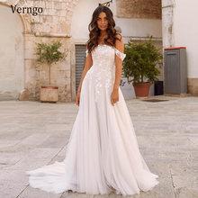 Платье свадебное с открытыми плечами кружевом и аппликацией