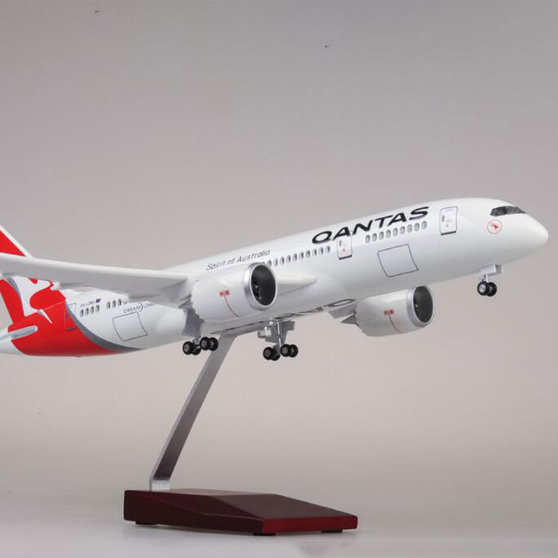 1/130 Scale limited edition 47cm Airplane Boeing B787 Dreamliner Aircraft QANTAS Airways Airlines Model Light Wheels Plane