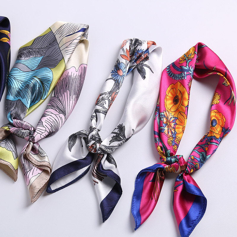 2020 New Arrival Flora And Animal Print Faux Silk Head Scarf Square Bandana Scarf For Women Fashion Accessoires Neck Scarf