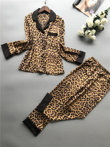 Image 4 - 2019 קיץ נשים פיג מה סטי עם מכנסיים משי Homewear סאטן הדפס מנומר סקסי פיג מה ארוך שרוול של פיג מה דק הלבשת