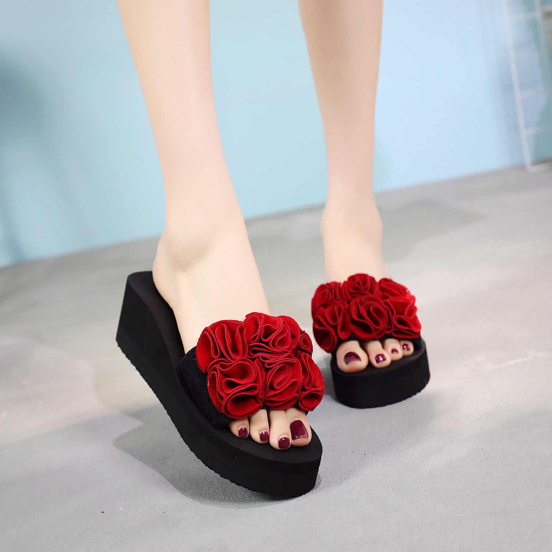 Nuevas cuñas de verano antideslizantes chanclas para mujer, zapatillas para salir, zapatillas de playa con suela gruesa, zapatos florales hechos a mano