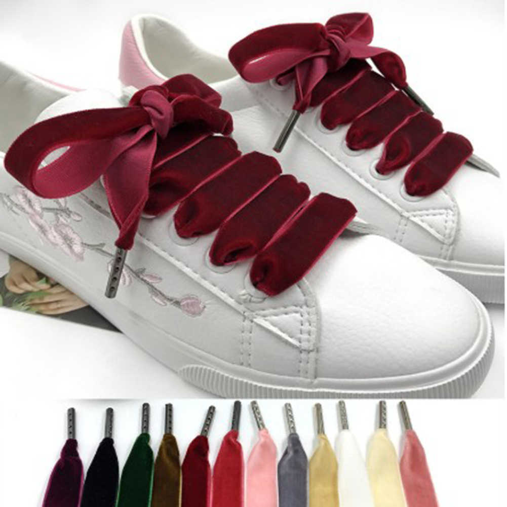 100 cm/120 cm longitud 1,6 cm ancho de la superficie de los cordones de los zapatos de las mujeres de los hombres colores de negro, blanco y rojo zapatillas de deporte Casuales los cordones de los zapatos