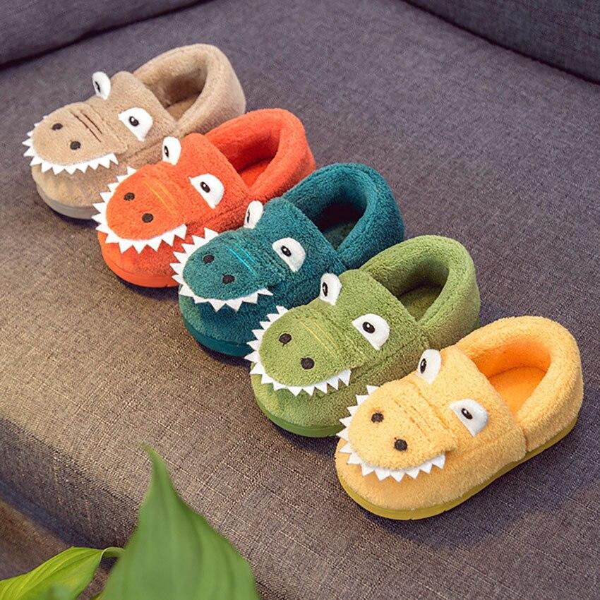 7f7034a279f Niños zapatillas de dinosaurio de dibujos animados casa Zapatos de invierno  antideslizante Animal de piel caliente niño engrosamiento niños zapatillas  bebé ...