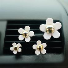4Pcs Car Air Vent Decorations Cute Little Daisy Flowers Fragrance Air Freshener Holder Auto Car Interior Decoration