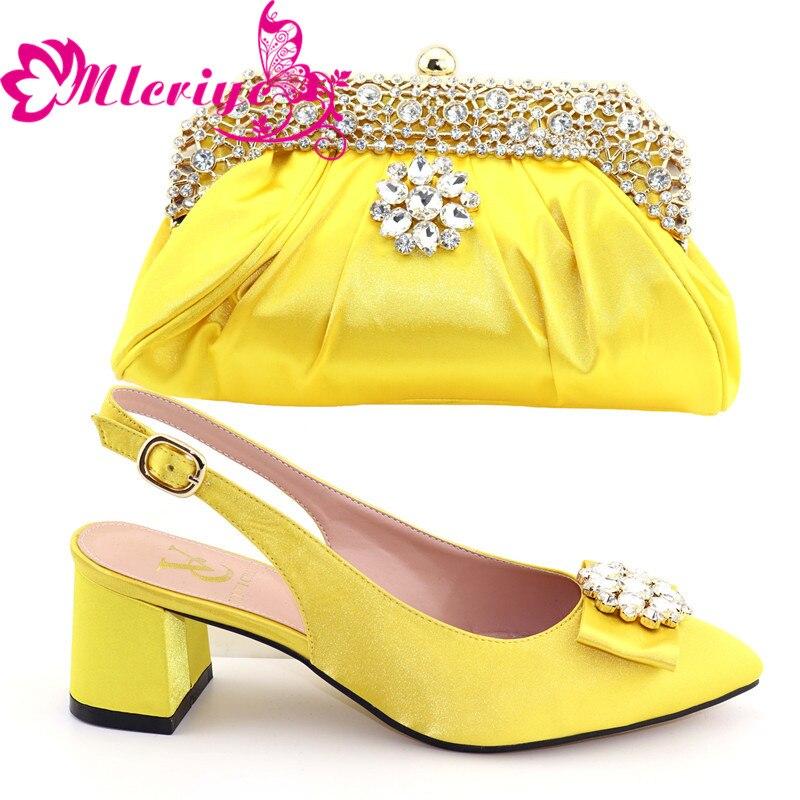 A562 Décoré Sacs Élégant pourpre jaune Avec Nigérian Femmes Chaussures Et En Mariage Correspondant Ensemble Strass Talons Jaune rose De Noir 1TlKJF3c