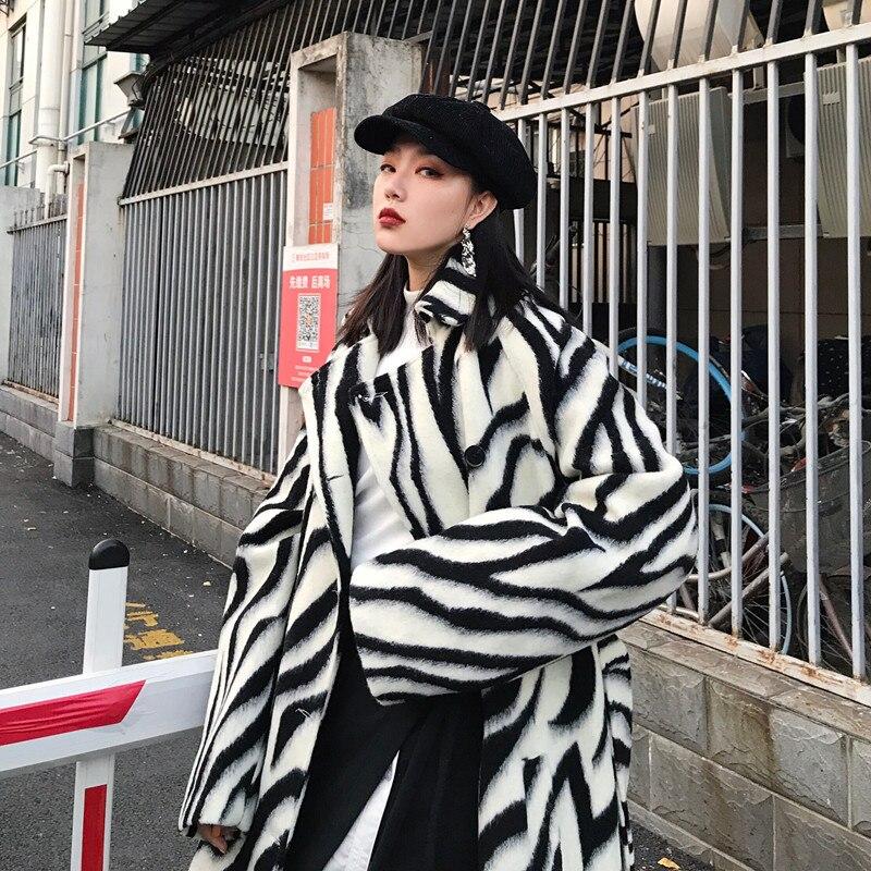 LANMREM 2019 nieuwe revers dikke zebra strepen gedrukt wollen losse lange type jas over de knieën jacket voor vrouwen grote size QF039-in Wol en mengsels van Dames Kleding op  Groep 2