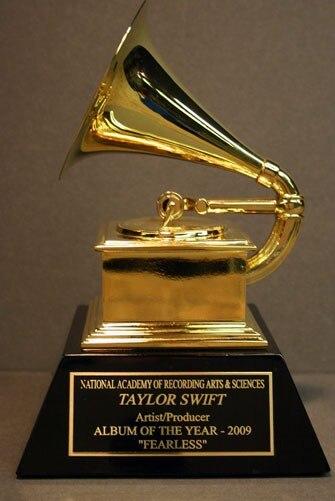 Premios de tamaño completo, premios de Metal americano, Trofeo Grammy