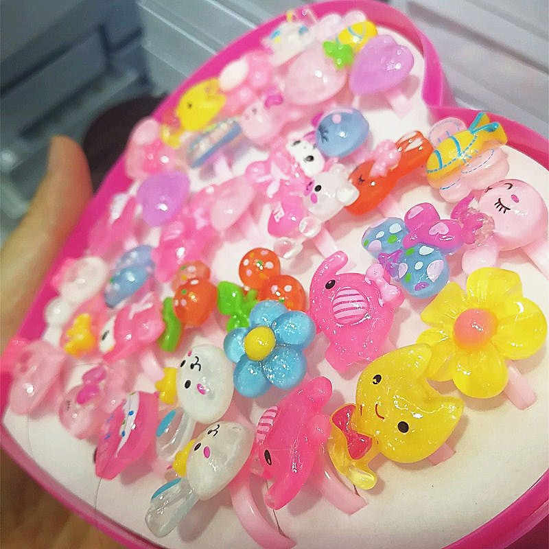 36 pezzi Bambini Svegli Anelli Per Le Ragazze Bambini Regolabili Scatola Regalo di Amore Multi-Anello di stile Per I Bambini Dei Monili di Colore Rosa del fumetto Rin