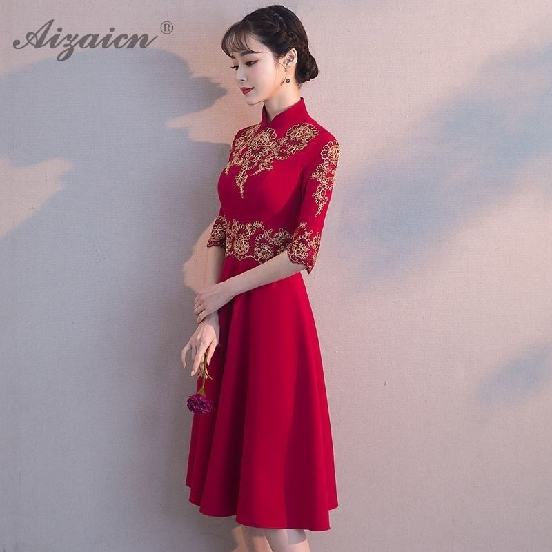 2019 Fashion Red Embroidery Chinese Dress Qipao Mini Cheongsam Gown Mandarin Collar Short Sleeve Traditional Women Wedding Dress