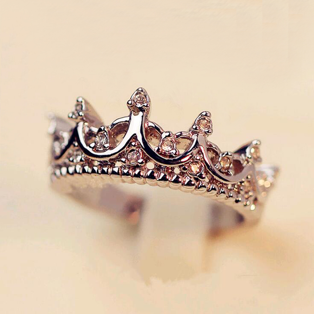 Fashion Vintage Silver Crystal Drill Hollow Crown Shaped Queen Temperament Rings For Women Party Wedding Ring Jewelry