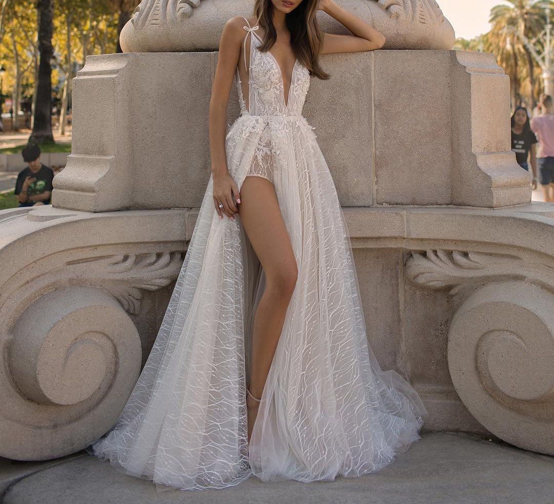 SSYFashion New Sexy White Evening Dress Deep V neck Sleeveless Backless Lace Flower Beach Prom Formal