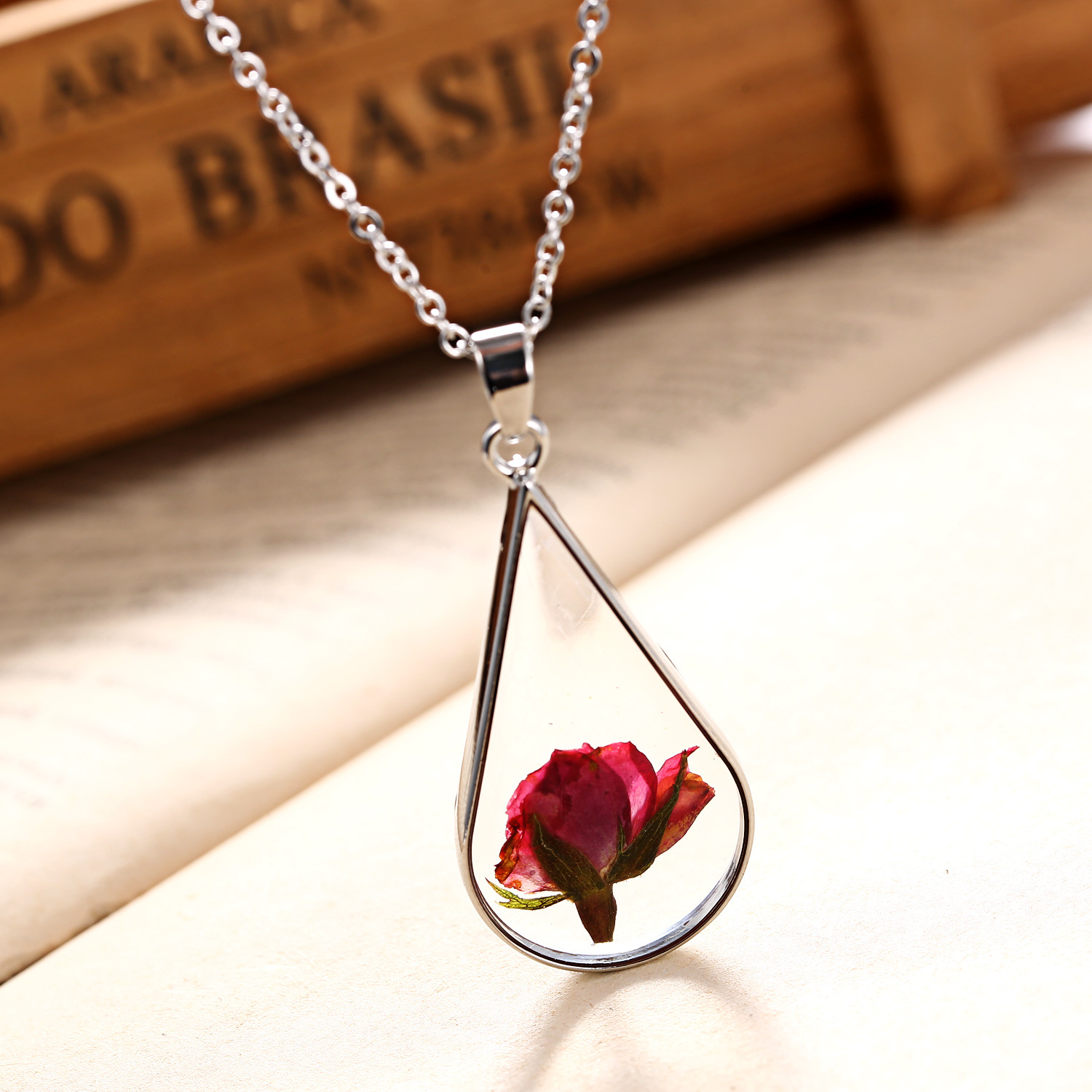 Handmade Accessory Jewelry Resin Pendant /& Necklace Real dried flowers