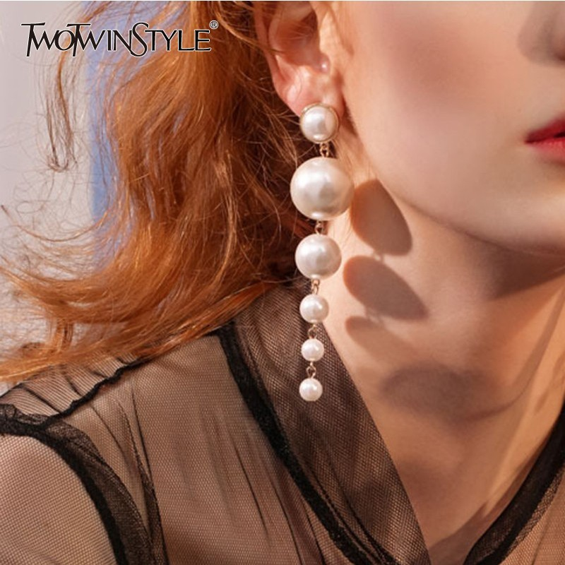 TWOTWINSTYLE 2020 Korean Style Big Pearls Earmuffs For Women Elegant Pearl Party Accessories Fashion Tide New