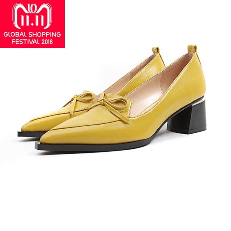 купить {Zorssar} 2018 New Autumn Fashion Solid Genuine Leather Shallow Fashion Women Pumps thick heel Pointed Toe High Heels shoes по цене 3232.85 рублей