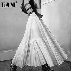 [EAM] تنورة جديدة لربيع وصيف 2020 بخصر عالي المرونة بيضاء بخط كبير بطيات مفرغة نصف الجسم للسيدات موضة المد JS665