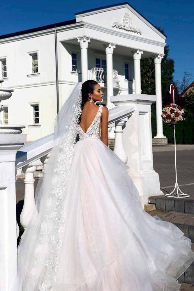 Vivian Nupcial 2018 Plissado Capela Trem Vestido De Noiva Elegante Sexy Profundo Decote Em V Apliques de Flores Fantasia Princesa Vestido de Noiva