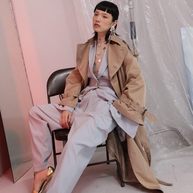 [EAM] 2019 New Spring Lape Long Sleeve Double Breasted Belt Loose Big Size Long Camel Windbreaker Women Coat Fashion Tide JE6880