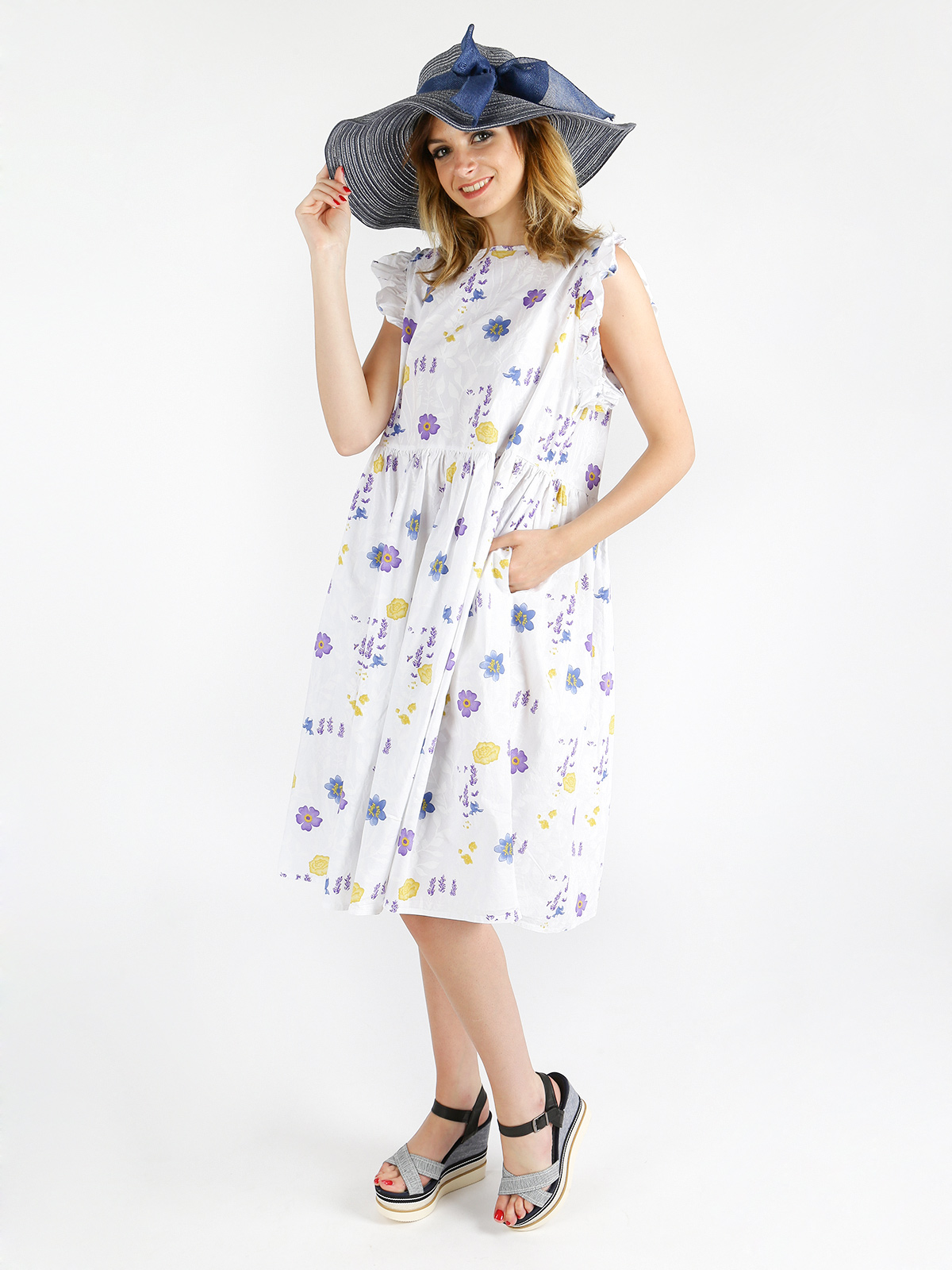 Cotton dress with floral fantasy