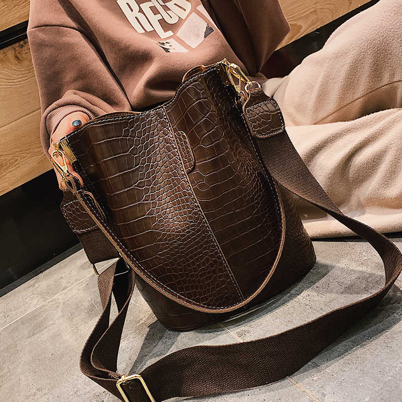 9ddb0ac1aba7 ... Crocodile Women Shoulder Bag Ladies Bucket Handbag PU Leather Large  Messenger Bag Zipper Pocket 2019 Fashion ...