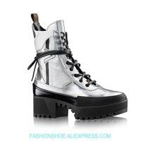 Женские ботильоны из кожи с металлическим зеркальным покрытием в стиле панк мотоциклетные ботинки на высокой платформе красивые Серебрист
