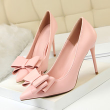 купить Women Fashion PU Leather Pumps Spring Autumn Classic Thin High Heel Pointed Toe Pumps For Women Ladies Good Quality DS-A0340 по цене 1828.75 рублей