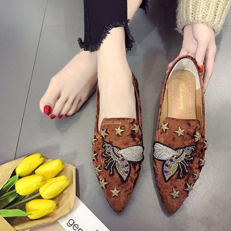 Embroidery Rivet flat Shoes women Fashion Casual lazy Loafers ladies Breathable Slip On Comfortable Suede Moccasin Female flatsEmbroidery Rivet flat Shoes women Fashion Casual lazy Loafers ladies Breathable Slip On Comfortable Suede Moccasin Female flats