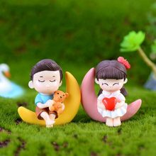 $0.98 Sweety Lovers Couple Chair Figurines Miniatures Fairy Garden Gnome Moss Valentine's Day Gift Resin Crafts Home Decoration(China)