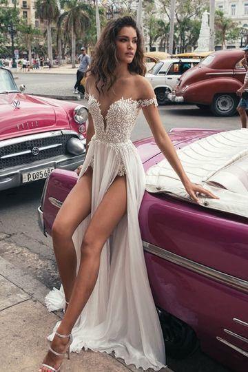 V Neck Appliques Open Edge Sleeveless Wedding Dress 2019 Hot Sexy White Backless Lace Wedding Gowns Vestidos De Noiva in Wedding Dresses from Weddings Events