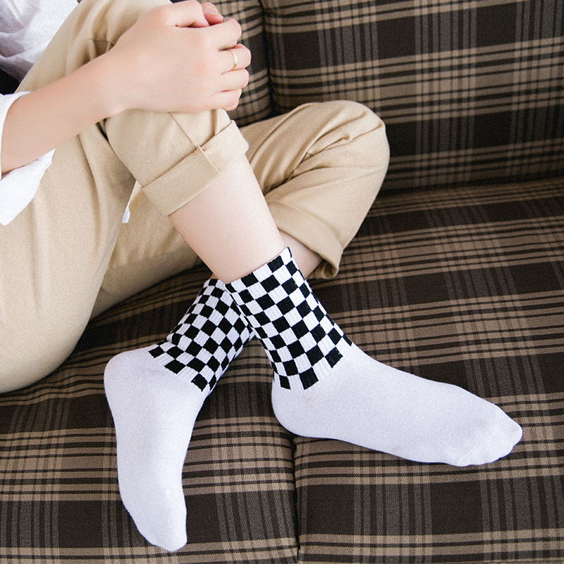 Women's Street Style Cotton Socks Novelty White And Black Squares Skateboard Socks Chic Harajuku Checkerboard Hip Hop Socks
