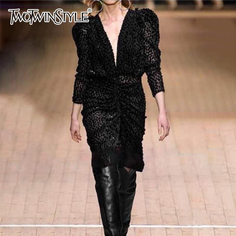 TWOTWINSTYLE غير المتكافئة البولكا نقطة اللباس النساء V الرقبة نفخة طويلة الأكمام عالية الخصر الأسود فساتين متوسطة الطول الإناث 2019 الخريف الأزياء-في فساتين من ملابس نسائية على  مجموعة 1