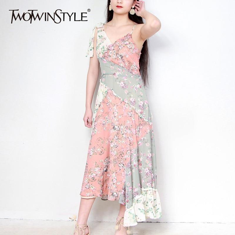 TWOTWINSTYLE Patchwork พิมพ์ Suspender ชุดสตรี V คอไม่สมมาตรชุดหญิง 2019 ฤดูร้อนแฟชั่น-ใน ชุดเดรส จาก เสื้อผ้าสตรี บน   1