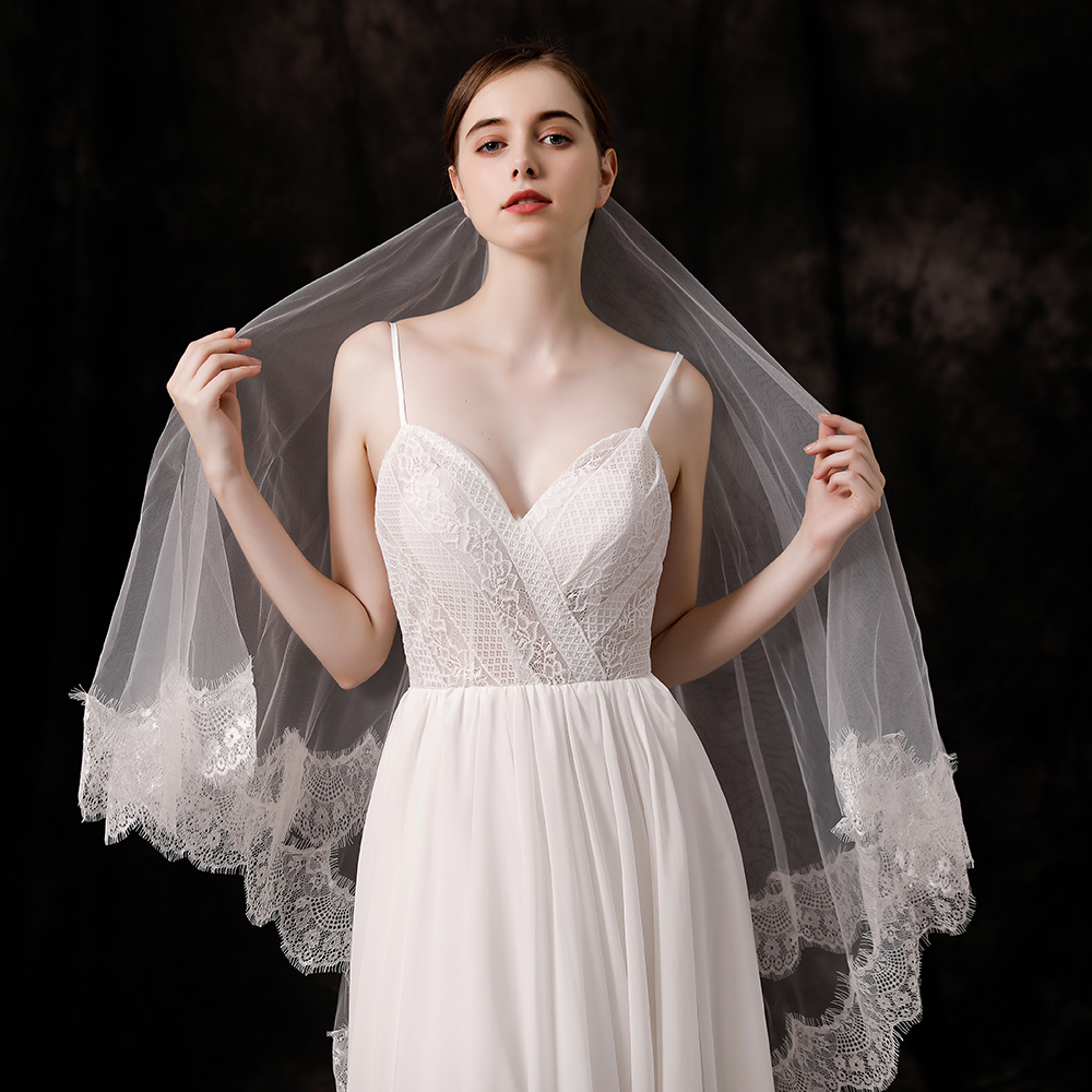 Charming Ivory Lace Edge Bridal Veil Two Layers Short Fingertip Length Wedding Veil Hair Accessories with Comb Handmade