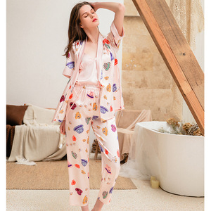 Image 2 - 2019 Phụ Nữ Đồ Ngủ Bộ Với Quần 3 Mảnh Lụa Mỏng Quần Áo Ngủ Pijama Nhà Quần Áo Satin Thời Trang Hoa In Pijama Ngủ