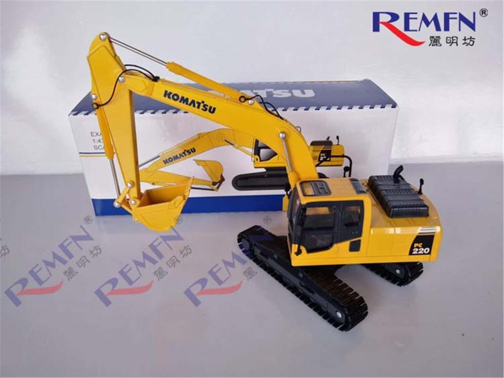 1/43 Komatsu PC220-8 Hydraulic Excavator With Metal Track Diecast Model