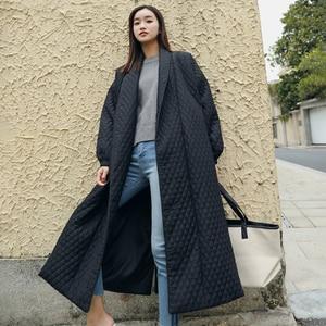Image 4 - LANMREM 뉴 스트리트 씬 스타일 블랙 오버 사이즈 옷깃 백 벤트 버튼 2020 여성용 롱 코튼 코트 Jaqueta Feminina WTH1201