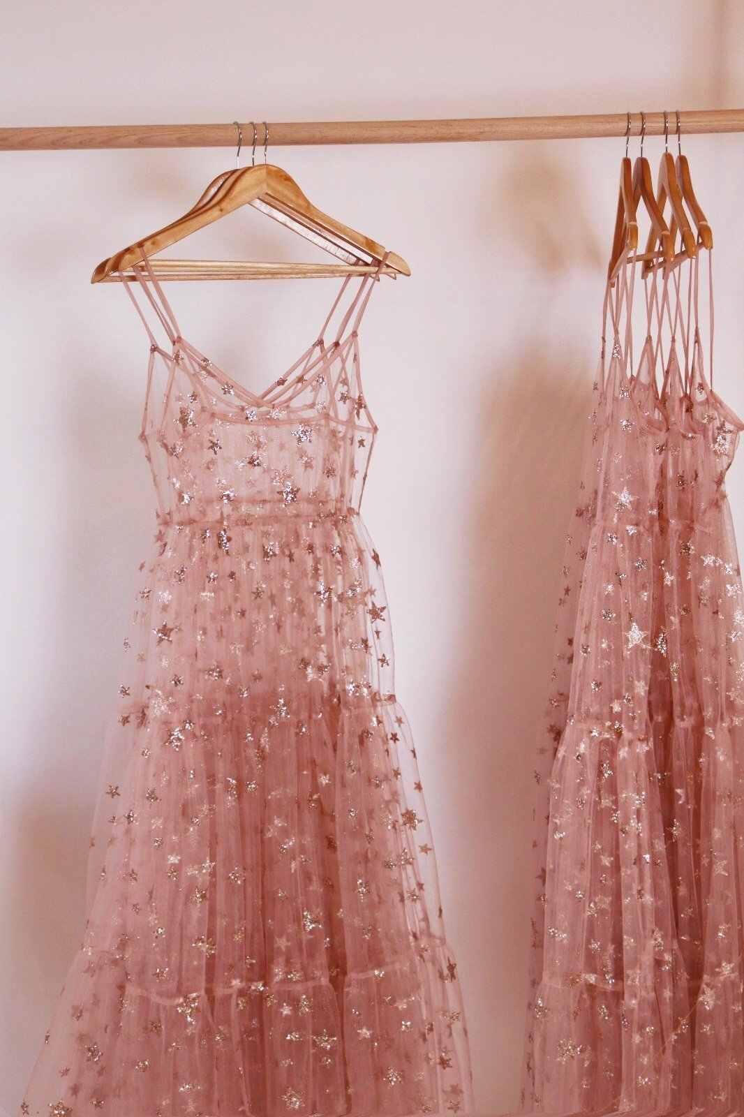 Розовое платье со звездами и блестками для женщин; коллекция 2019 года; сезон весна-лето; милое женское платье принцессы с тонкими лямками; черное кружевное Тюлевое праздничное платье