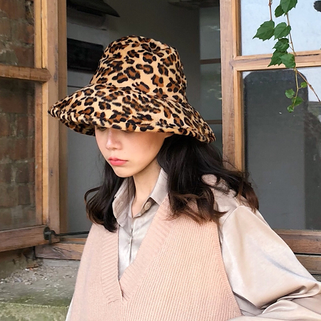 50c1bd974ba 2018 Autumn Winter Woman New Listing Retro Personality Stylish Two Color  Leopard Flat Top Fishman Hat All Match M106