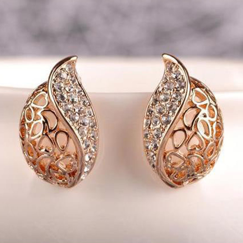 Exquesite Seaside Hollow Leaf Rhinestone Crystal Lover Valentines Gift Stud Earrings Gold Color Fashion Jewelry 1Pair Zircon