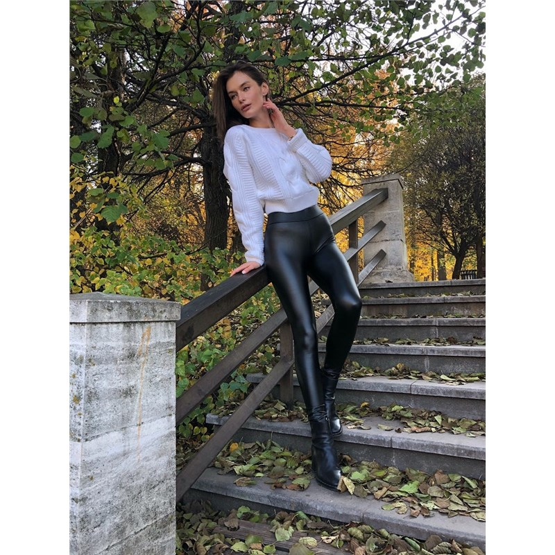 [Available with 10.11] Leggings. Color black asymmetrical ripped leggings