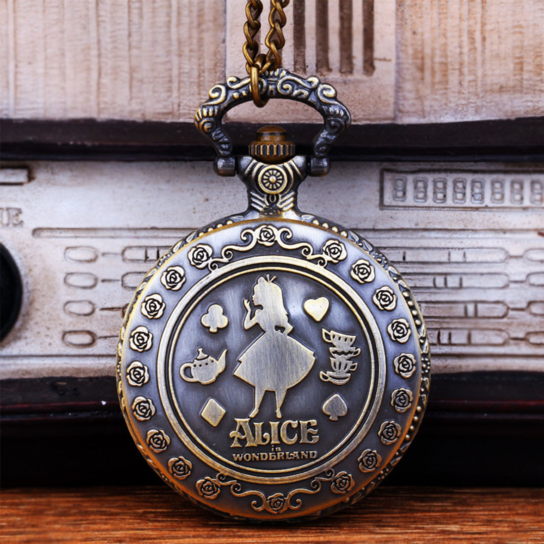Retro Alice Fairy Tales Theme Bronze Quartz Pocket Watches Vintage Watches Christmas Birthday Gift