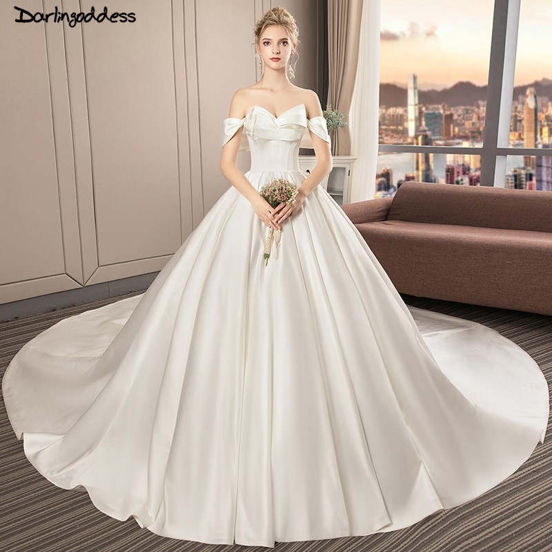 Simple Satin Wedding Dress 2018 Princess Off Shoulder Ball Gown Wedding Dresses Plus Size Long Train Robe De Mariee Vintage