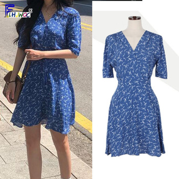 03e98e26ef9 2019 летние Мини-платья Горячие Для женщин элегантный дизайн для девочек  милое платье с v-образным вырезом синий Цветочный принт шифон платье .