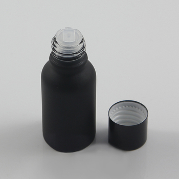 China Manufacture Matte Black High Quality 15ml portable essential oil glass bottle, 0.5 oz medicine bottle with screw cap