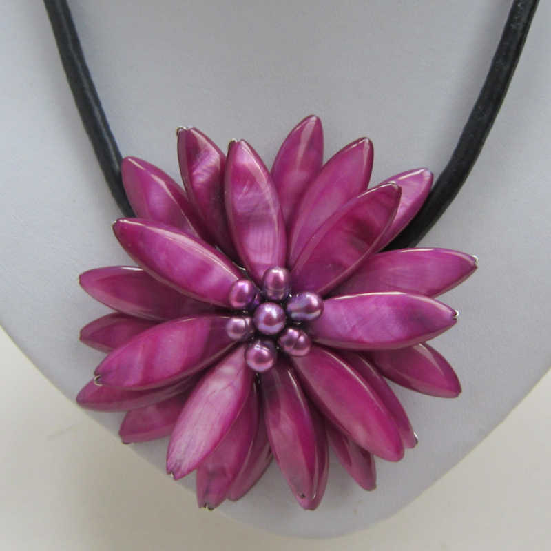 Free shipping!!! Charming Mop shell flower necklace